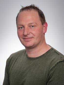 Herr Dominik Fey